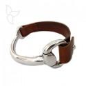 Articulated half bracelet stirrup clasp