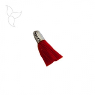 Borlas en tejido rojo con terminal