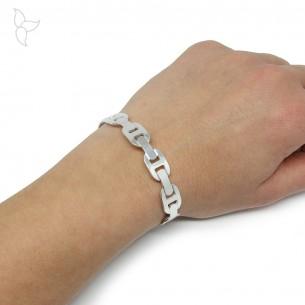 Bracelet jonc ouvert avec maille marine soudée.