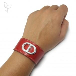 Lanière bracelet réglable cuir orange équipé d'une maille marine.