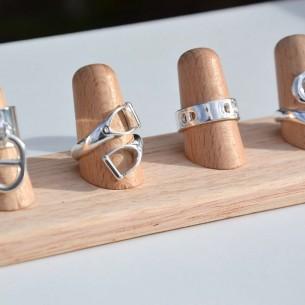 Display aus Holz für Ringe