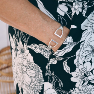 Versilbertes offenes Doppelbügel Armband