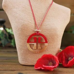 Natural openwork pendant necklace
