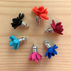 Fabric flower pompom with tip