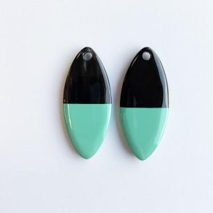 Petit pendentif ovale en corne de buffle et laque turquoise