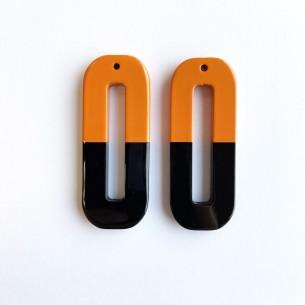 Colgante grande rectanglo en cuerno natural. en laca naranja y negra.