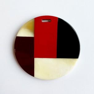 Pendentif rond motifs géométriques corne de buffle , laque bordeaux, rouge et noire.