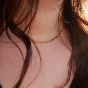 """Thin """"Twist"""" necklace in golden steel"""