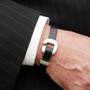 Leather bracelet with U clasp