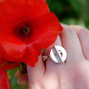 """Poppy"" chain ring"